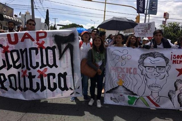 Estudiantes al grito de guerra: crónica de una marcha en Puebla