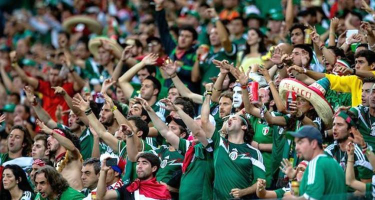 Tribunal anula multas por coros homofóbicos de aficionados mexicanos