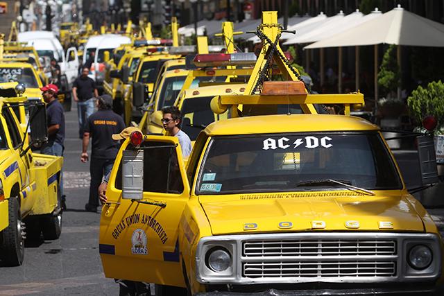 Acabar abusos de grúas en carreteras federales, exige Xitlalic Ceja a la SCT