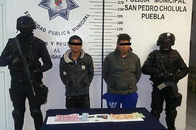 Detienen en San Pedro Cholula a 2 asaltantes de gasolinera