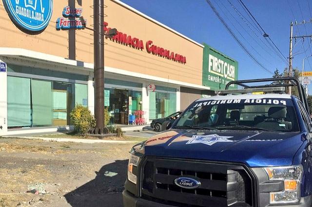 Desarman a policías de Puebla en asalto a Farmacias Guadalajara
