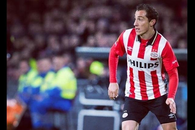 Afición del PSV Eindhoven le canta Cielito Lindo a Andrés Guardado