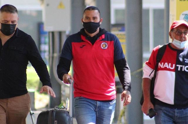 Gullit Peña llegó a equipo de El Salvador con uso de recursos públicos