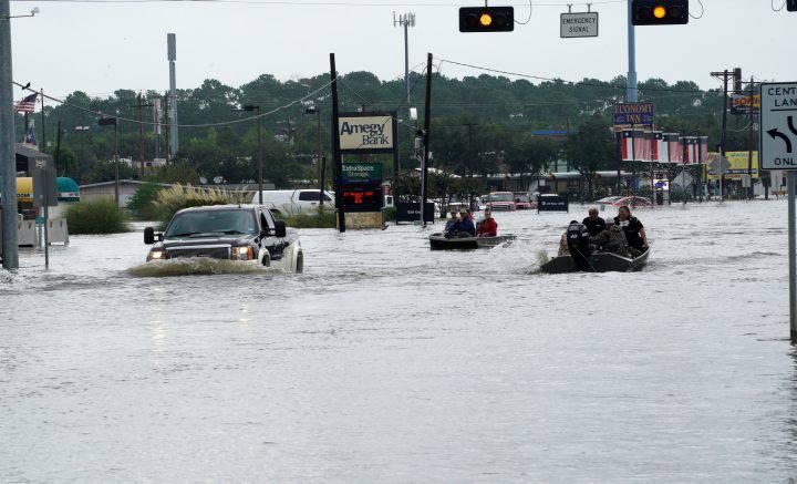 Aumenta a 23 el número de personas muertas en Texas por Harvey
