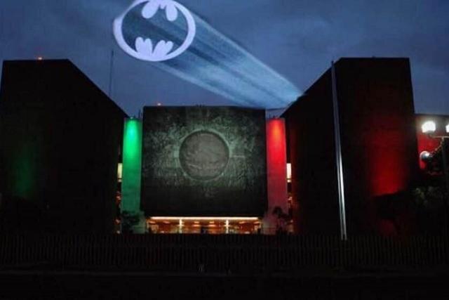 Tatiana Clouthier pidió ayuda a Batman para salir del Congreso