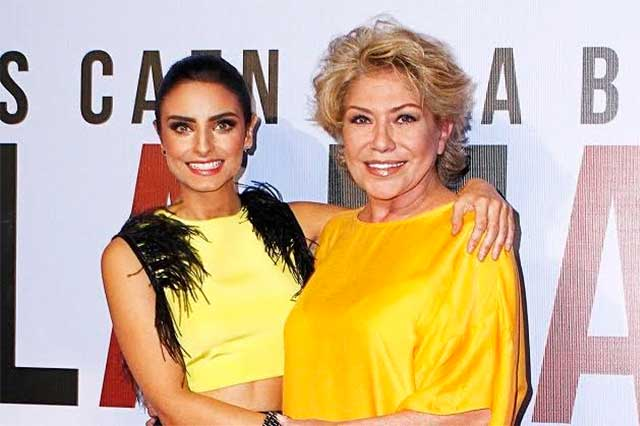 The gallery for --> Aislinn Derbez Y Mama