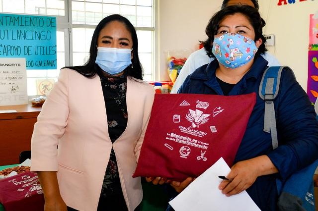 Lupita Daniel entrega apoyos para obras en escuelas de Cuautlancingo