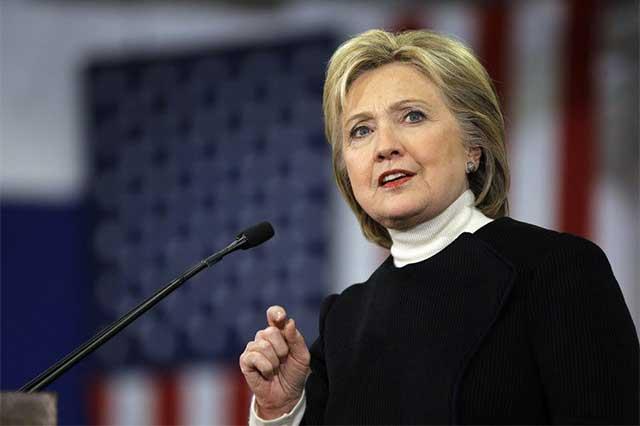 Hillary Clinton padece neumonía y suspende su campaña lunes y martes