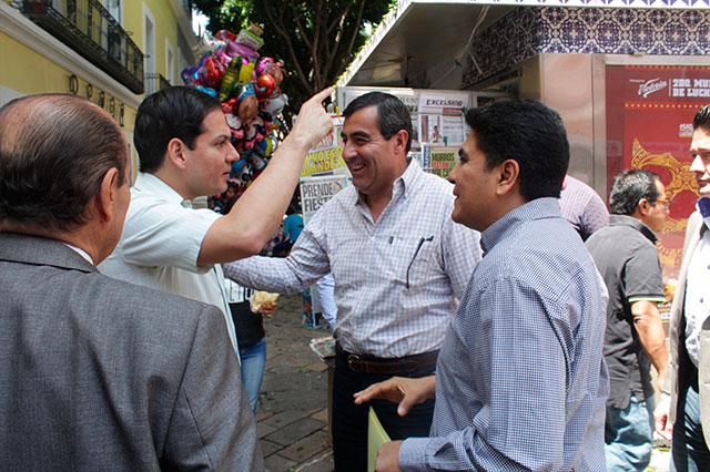 Holograma para comercios cumplidos, anuncia Juan Pablo Kuri