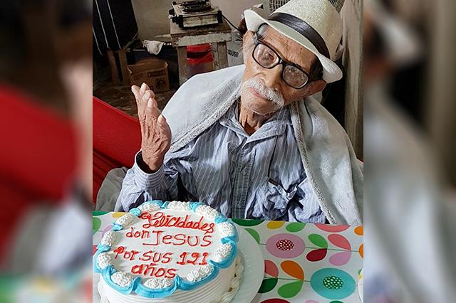 Muere, a los 121 años,