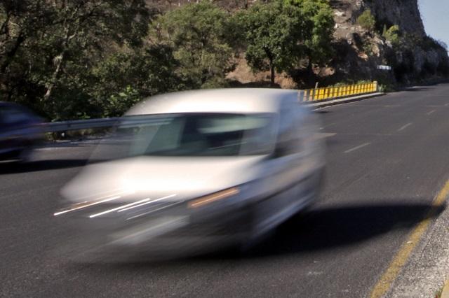 Hombre de 88 años conduce a 191km/h, se le hizo tarde para vacunarse