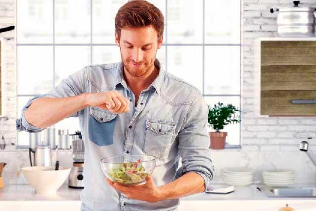 ¿Qué deben comer los hombres para ser más atractivos a las mujeres?