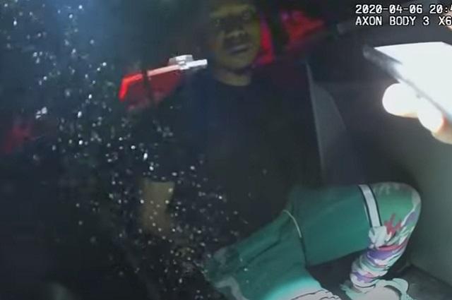 Policías tiran cenizas de la hija de un hombre por pensar que es droga