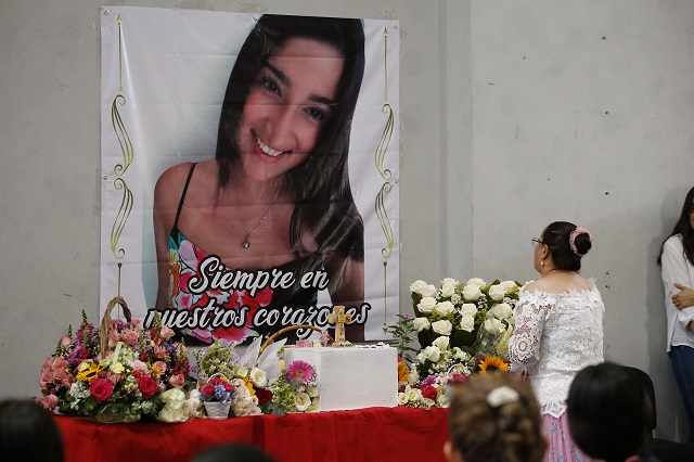 Homenajean a Ingrid Aremis, alumna asesinada de la BUAP