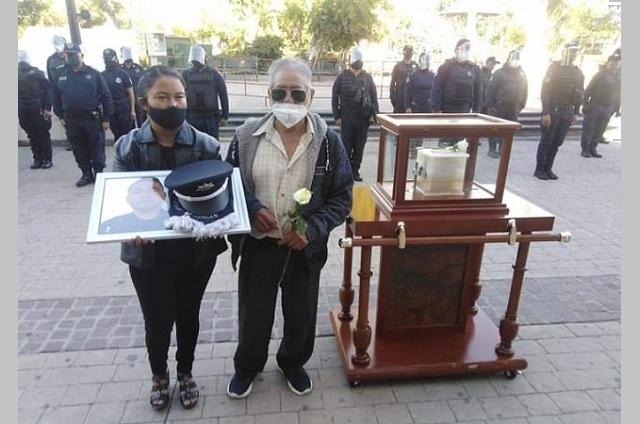 Rinden homenaje a comandante muerto por Covid en Tehuacán