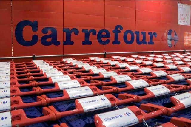 Empleado de supermercado halla 68 mil euros y los devuelve
