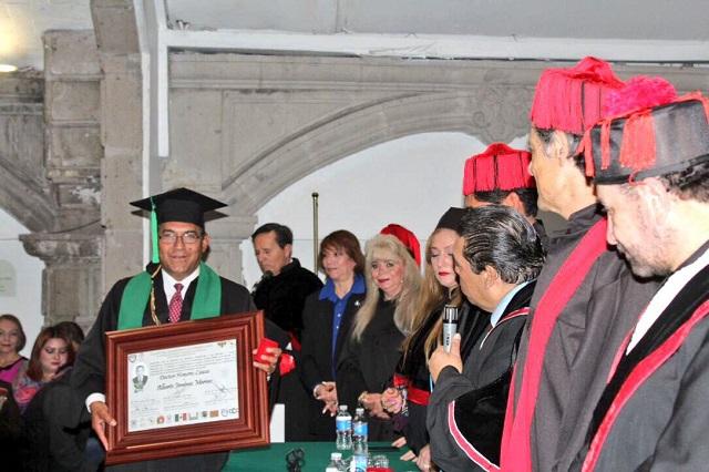 Otorgan Honoris Causa a Jiménez Merino en la CDMX