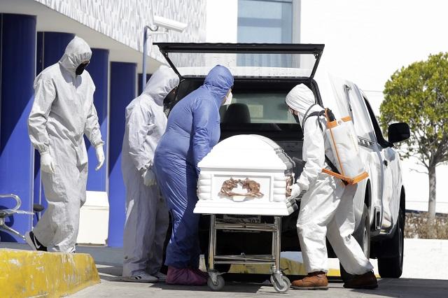 Leve disminución de casos y muertes por Covid en Puebla