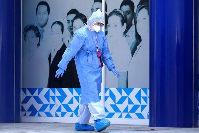 Casi 4 mil médicos y enfermeras se contagian de Covid en Puebla