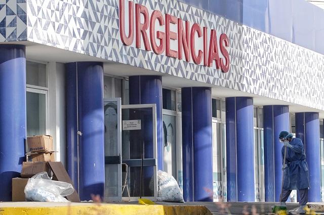 Hombre se cuela a hospital covid; insulta y exige atención médica