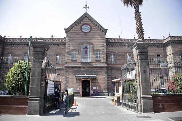 Más de 500 médicos practicantes vuelven a hospitales de Puebla