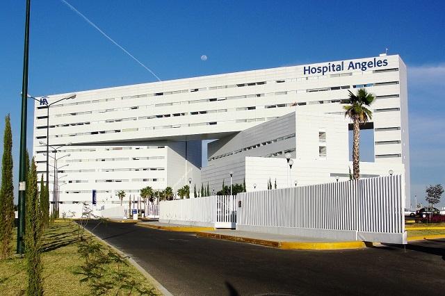 Trasladan a paciente con COVID-19 al Hospital Ángeles de Puebla