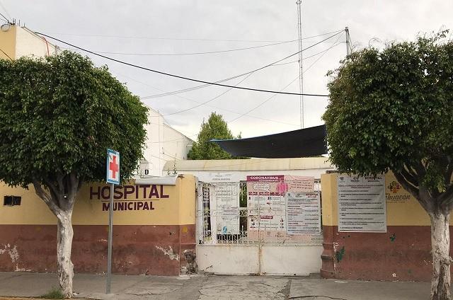 Paramédicos trasladan a Hospital General a joven baleado en Tehuacán