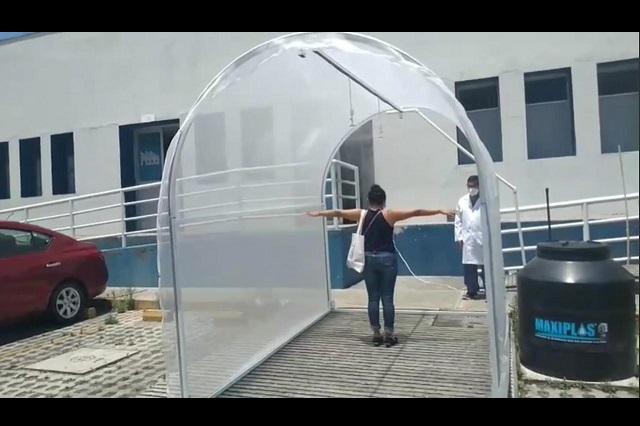 Colocan túnel sanitizante en entrada del Hospital Regional de Teziutlán