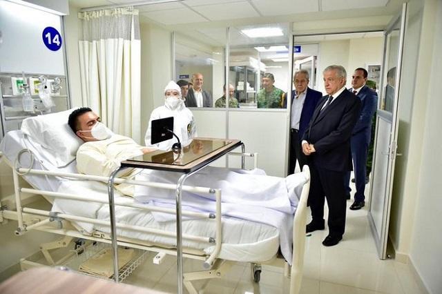 Critican que AMLO vaya a hospital con persona que simule tener covid-19