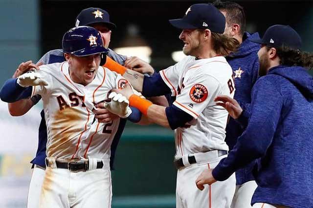 Houston, a nada de llevarse la Serie Mundial