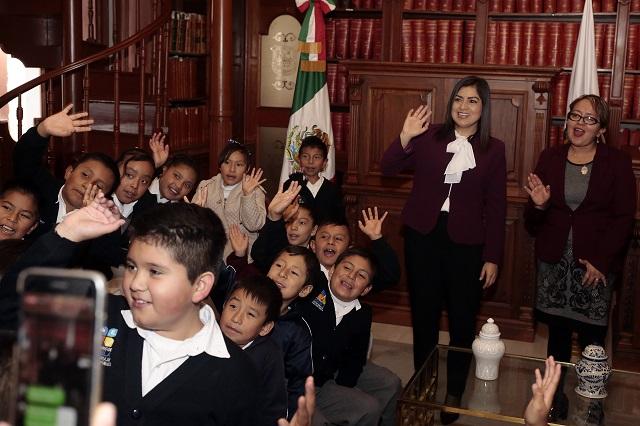 Muestran a escolares de primaria trabajo del ayuntamiento de Puebla