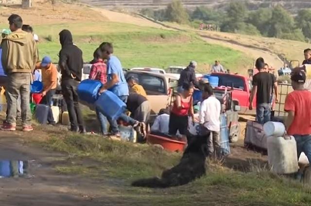 Combate al huachicoleo provocó desabasto de gasolina, dice AMLO