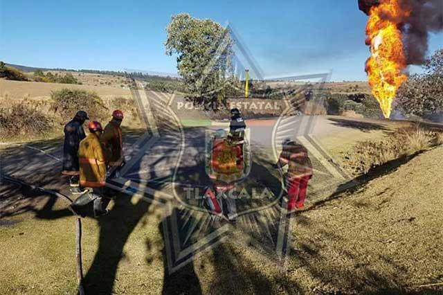 Huachicoleros provocan incendio en ducto de PEMEX en Calpulalpan