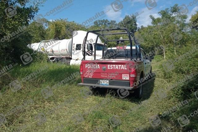 En plena ordeña, policías ubican camión huachicolero en V. Carranza