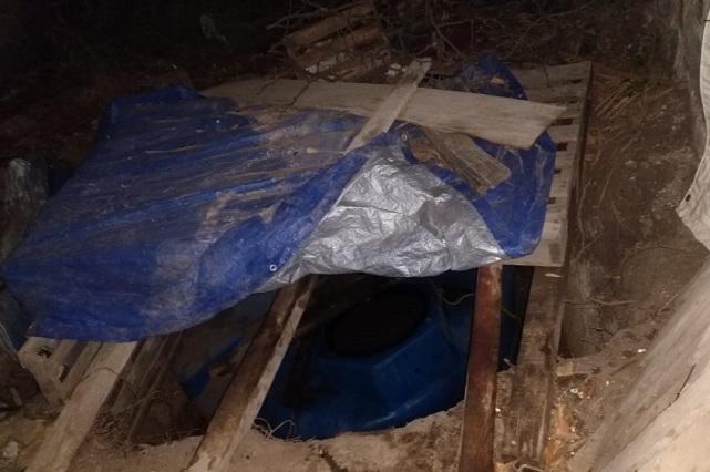 Federales hallan contenedores enterrados con 33 mil litros de huachicol