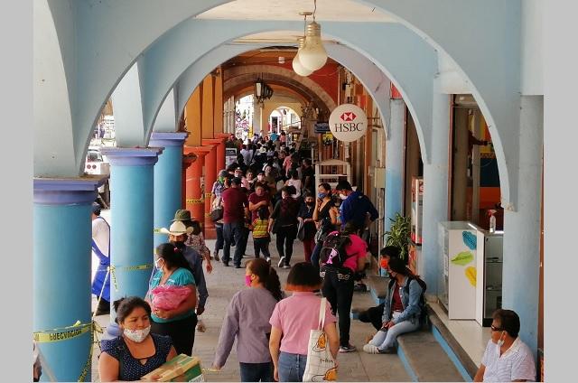 En Huauchinango vuelven a las calles sin medidas de protección
