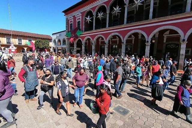 Con granaderos impiden instalación de ambulantes en Huauchinango