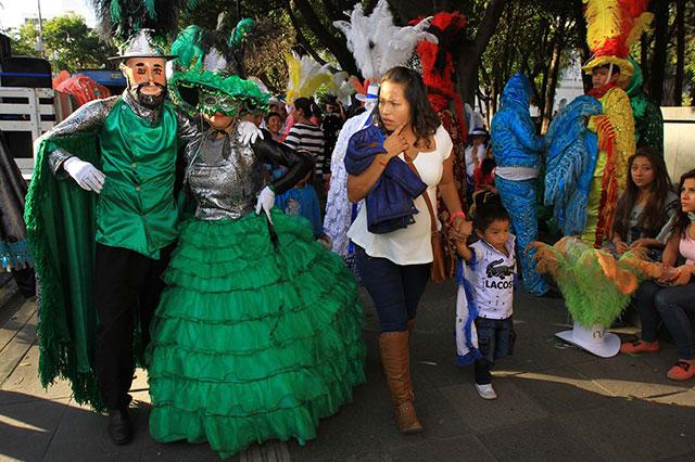 Congregan huehues a más de 10 mil espectadores en Puebla