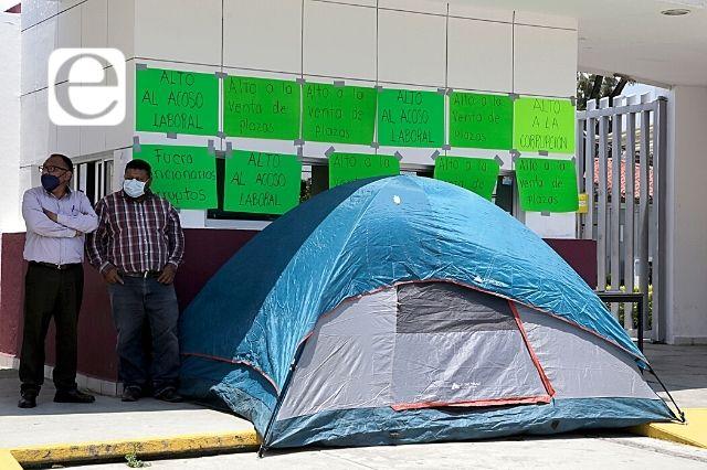 Sacan de oficinas centrales de la SEP al huelguista Jorge Rodríguez