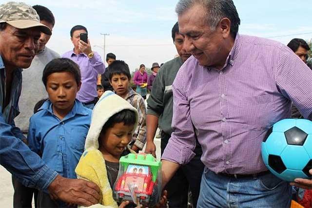 Saúl Huerta se solidariza con la niñez de San Miguel Canoa