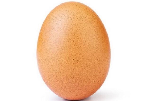 Un huevo le quitó el título de reina de Instagram a Kylie Jenner