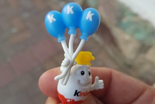 Huevos Kinder y su juguete relacionado con el Ku Klux Klan