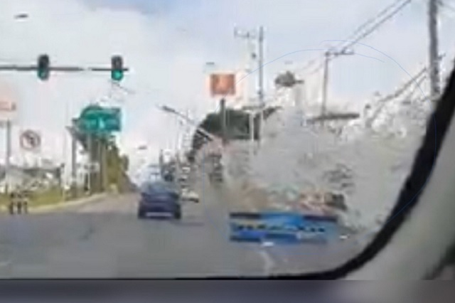 Lanzan huevos a parabrisas para asaltar a conductores