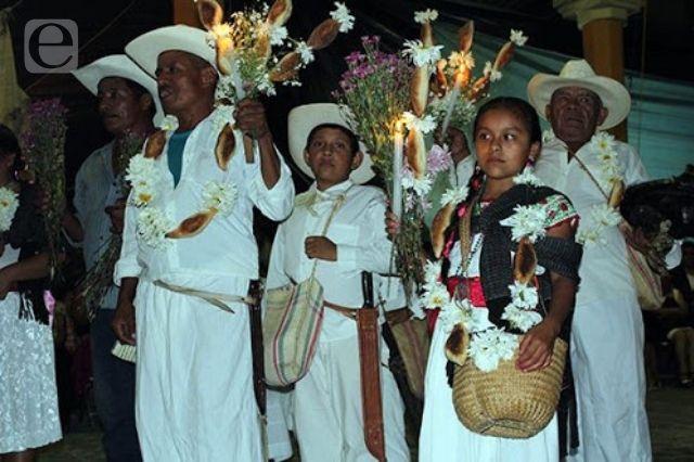 Los tradicionales Xochisones de Huitzilan sobreviven al tiempo