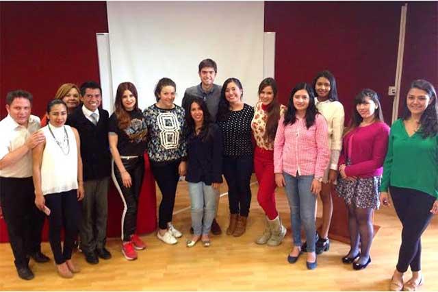 Presentan a comunidad Ibero Puebla becas de Fundación Carolina