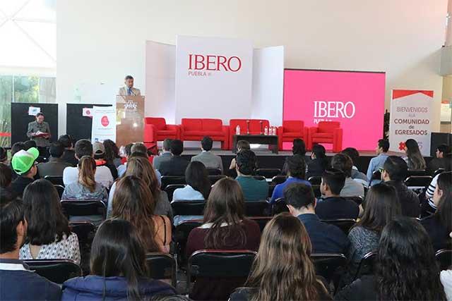 Integra la Ibero Puebla a egresados en actividades de mejora continua