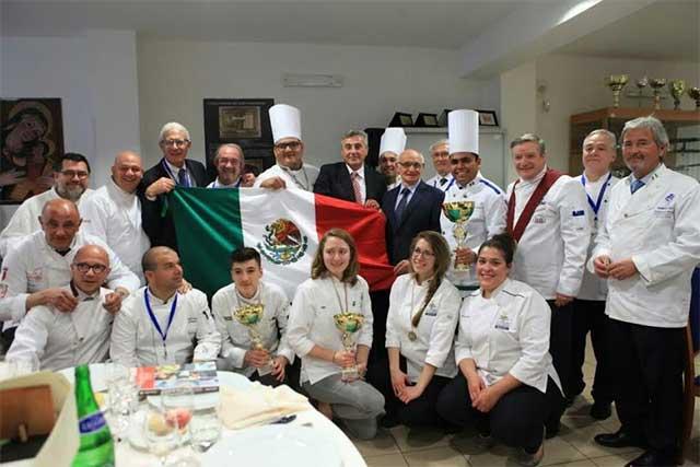 Alumnos ICUM ganan certamen culinario internacional en Italia