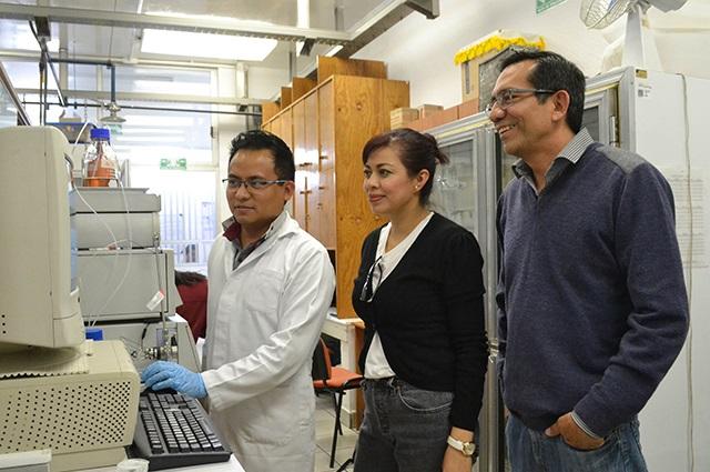 Con enzimas, investigador BUAP degrada tóxicos en el agua