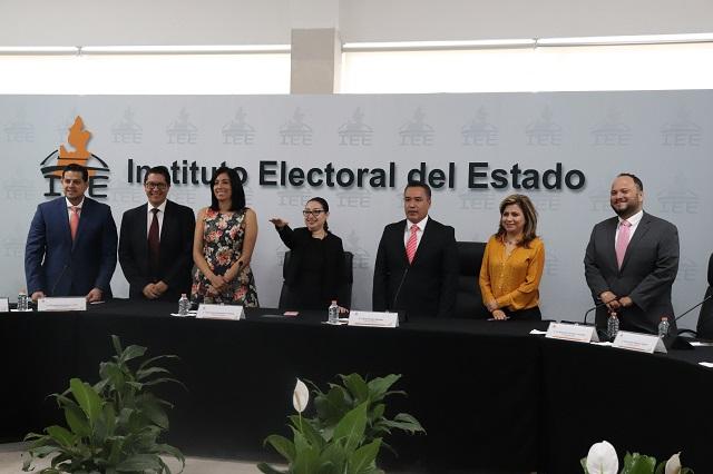 Martínez Gorbea rinde protesta como presidenta provisional del IEE