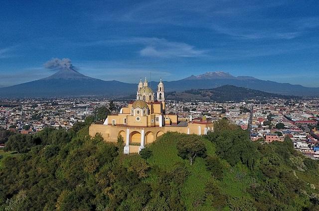 Alberto Arriaga solicita recursos para restaurar iglesia de Cholula